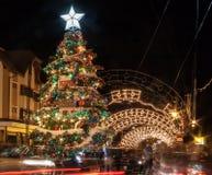 圣诞节装饰在晚上Gramado 免版税库存图片