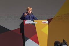 德国总理安格拉・默克尔谈话在siegen德国 免版税库存图片