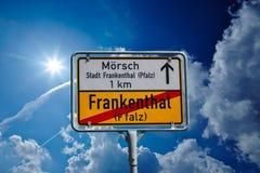 德国roadsign在弗兰肯塔尔Pfalz 库存照片