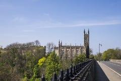 德安特大桥,看往三位一体教会的爱丁堡 免版税库存照片