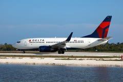 德尔塔航空公司排行波音737 免版税库存照片