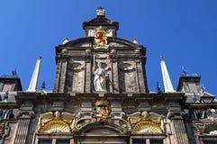 德尔福特古老荷兰市政厅五颜六色的正面  免版税库存照片