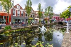 德尔福特,荷兰建筑学和运河  图库摄影