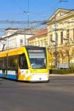 德布勒森,匈牙利- 2015年10月31日:在农贸市场(匈牙利语上的电车:Piac utca),主要街道在德布勒森 免版税库存图片