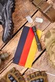 德意志战士在木头的军队成套装备 库存照片