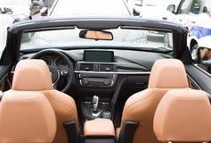 德根多尔夫,德国- 23 2016年4月:2016 BMW的内部4系列敞篷车在豪华汽车介绍时在Deggendo 免版税图库摄影