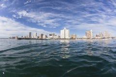 德班海滩前的水视图 库存图片