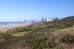德班的海滩看法与旅馆的在背景中 免版税库存图片