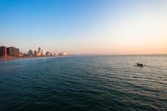 德班盆地海滩前的渔船 库存照片