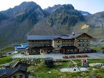 德累斯顿小屋在Stubai阿尔卑斯 库存图片