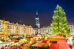 德累斯顿,在圣诞节的德国- Striezelmarkt 图库摄影