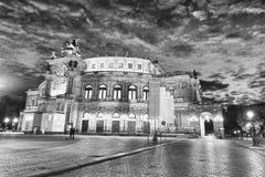 德累斯顿,德国- 2016年7月15日:在n的德累斯顿古老大厦 免版税库存照片