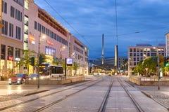 德累斯顿,德国- 2016年7月14日:城市街道夜视图  博士 图库摄影