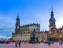 德累斯顿,德国- 2017年12月31日:对萨克森的约翰国王的纪念碑,天主教和德累斯顿城堡,德累斯顿 库存图片