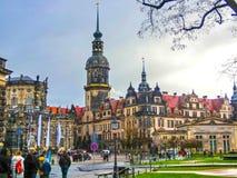 德累斯顿,德国- 2017年12月31日:对萨克森的约翰国王的纪念碑,天主教和德累斯顿城堡,德累斯顿 免版税库存图片