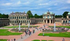 德累斯顿/德国— 2013年8月11日:Zwinger全景,一巴洛克式的王宫在德累斯顿,萨克森,德国 免版税图库摄影