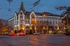 德聂伯级市和在晚上时间的假日照明的中央部分有旅馆的乌克兰 图库摄影