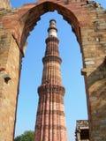 德里印度minar纪念碑新的qutub 图库摄影