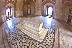 德里圆顶humayun镶嵌了红色s砂岩样式坟茔冠上白色的做的大理石陵墓大人物 免版税图库摄影