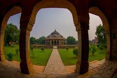 德里,印度- 2017年9月19日:关闭Isa可汗坟茔的柱子在Humayun ` s坟茔复合体在德里,印度 库存图片