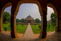 德里,印度- 2017年9月19日:关闭Isa可汗坟茔的柱子在Humayun ` s坟茔复合体在德里,印度 免版税库存图片