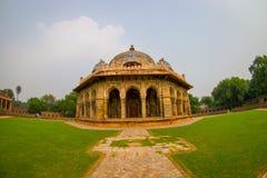 德里,印度- 2017年9月19日:关闭Isa humayum坟茔复合体的,新德里可汗Niazi一个美丽的坟茔  免版税库存图片