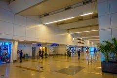 德里,印度- 2017年9月19日:未认出的人民走在德里里面国际机场的,英迪拉 免版税库存图片