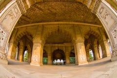 德里,印度- 2017年9月25日:私有观众的Inlaid大理石Indoord视图、专栏和曲拱、霍尔或Diwan我 图库摄影