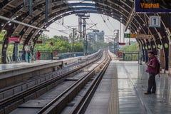 德里,印度- 2016年10月22日:罗摩克里希纳聚会所Marg地铁车站在德里,伊恩迪的中心 免版税图库摄影