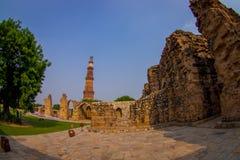 德里,印度- 2017年9月25日:美丽的景色Qutub Minar塔,一联合国科教文组织世界heritag站点,创立在 图库摄影