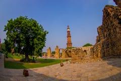德里,印度- 2017年9月25日:美丽的景色Qutub Minar塔,一联合国科教文组织世界heritag站点,创立在 库存图片