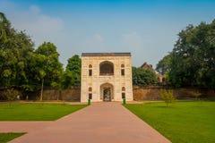德里,印度- 2017年9月19日:美好的viewof对Humayun坟茔的入口在德里,印度 免版税图库摄影