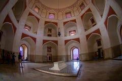 德里,印度- 2017年9月19日:Humayun s坟茔的室内看法,德里,印度 联合国科教文组织世界遗产名录站点,它是 库存图片