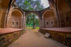德里,印度- 2017年9月19日:Isa可汗坟茔的美丽的景色在Humayun ` s坟茔复合体的在德里,印度 库存照片