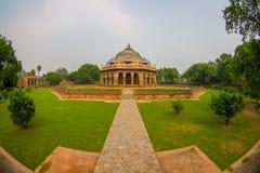 德里,印度- 2017年9月19日:Isa humayum坟茔复合体的,新德里,印度可汗Niazi坟茔美丽的景色  免版税库存图片