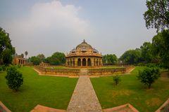 德里,印度- 2017年9月19日:Isa humayum坟茔复合体的,新德里,印度可汗Niazi坟茔美丽的景色  库存图片