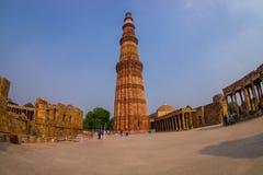 德里,印度- 2015年7月20日:Qutub Minar,一联合国科教文组织世界heritag站点,创立在被找出的13世纪初  图库摄影