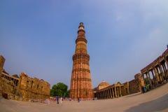 德里,印度- 2015年7月20日:Qutub Minar,一联合国科教文组织世界heritag站点,创立在被找出的13世纪初  免版税库存照片