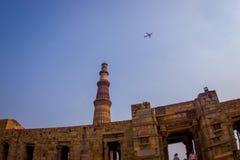 德里,印度- 2015年7月20日:Qutub Minar,一联合国科教文组织世界heritag站点,创立在被找出的13世纪初  库存照片
