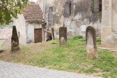 德雷库拉家庭的墓碑在城堡的庭院里在Sighisoara市在罗马尼亚 免版税库存照片