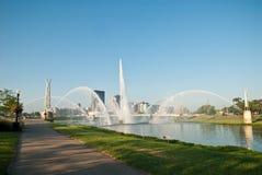 德顿市喷泉riverscape 免版税库存图片