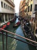 德贝内西亚Venedig运河重创的Gondel 库存图片