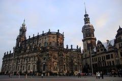德累斯顿大教堂和德累斯顿城堡在冬天 免版税库存照片