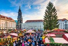 德累斯顿,在圣诞节的德国- Striezelmarkt 免版税库存照片