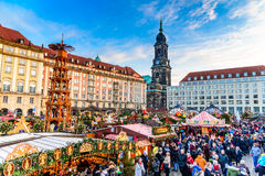 德累斯顿,在圣诞节的德国- Striezelmarkt 免版税图库摄影