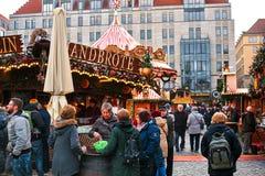 德累斯顿,德国, 2016年12月19日:圣诞节市场 德累斯顿德国 庆祝圣诞节在欧洲 图库摄影