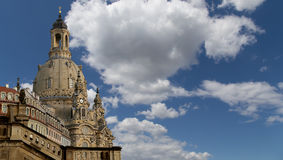 德累斯顿Frauenkirche (逐字地我们的夫人教会)是一个路德教会在德累斯顿,德国 免版税库存照片