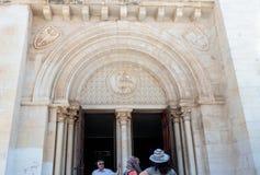 徽章在入口上的对救世主的福音派信义会在老城耶路撒冷,以色列 免版税库存图片