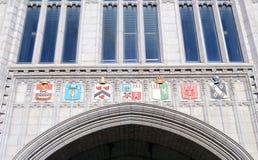 徽章在入口上的对Marischal学院,阿伯丁, 库存照片