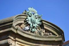徽章以形式一只两头老鹰 免版税库存图片